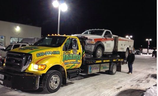 jonnys-towing-flatbed-tow-truck